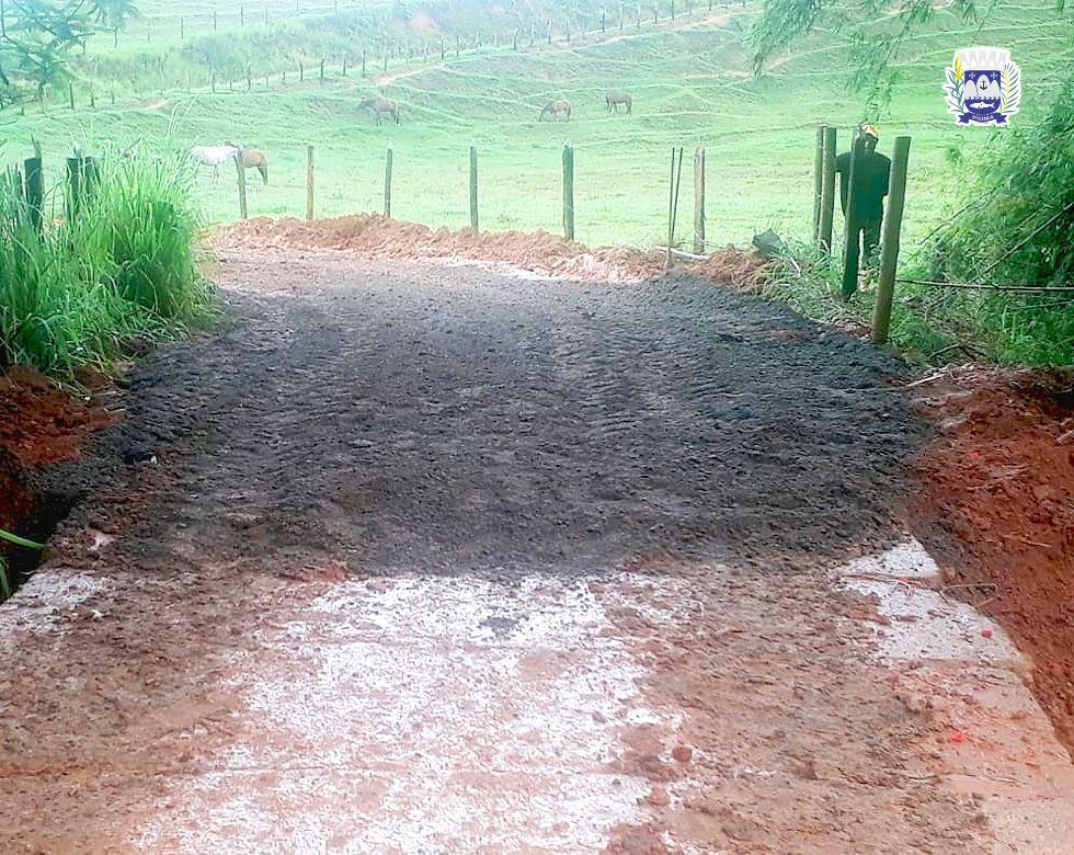Prefeitura reforma ponte em parceria com produtores rurais